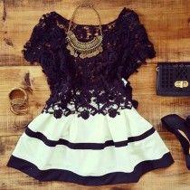 Sexy jurkje met cut-outs, kanten details en korte mouwtjes