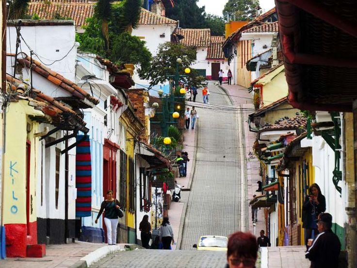 Arquitectura de la Candelaria se caracteriza por casas antiguas con fachadas de colores, tejas de barro, puertas de madera, ventanas pequeñas y calles...