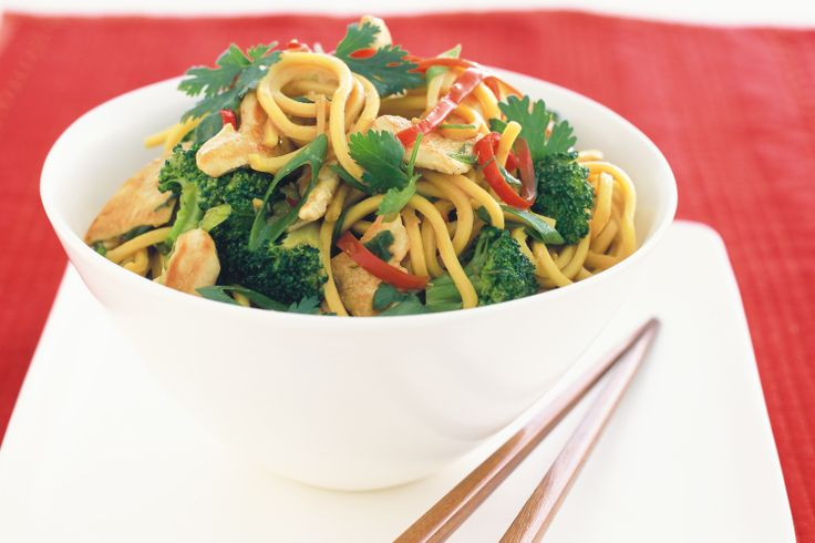 Hokkien+noodles+tossed+with+chicken+and+veggies+make+a+speedy+meal.