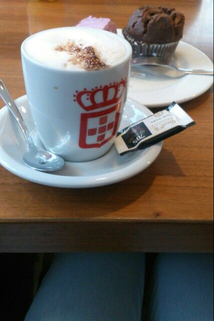 Yes again!! #vidaecaffe was awesome just like yesterday. #cappuccino #chocolatemuffin #lindt #bagatelle #qualitytime