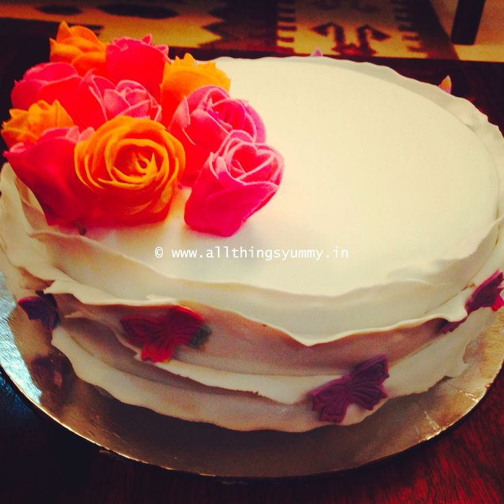 """Floral Cake Decor - A """"pretty"""" #cake for a super """"#pretty"""" girl! Made for my #bestfriends #birthday!  Flavour: #Baileys #Kahlua #Chocolatefudge #cake 
