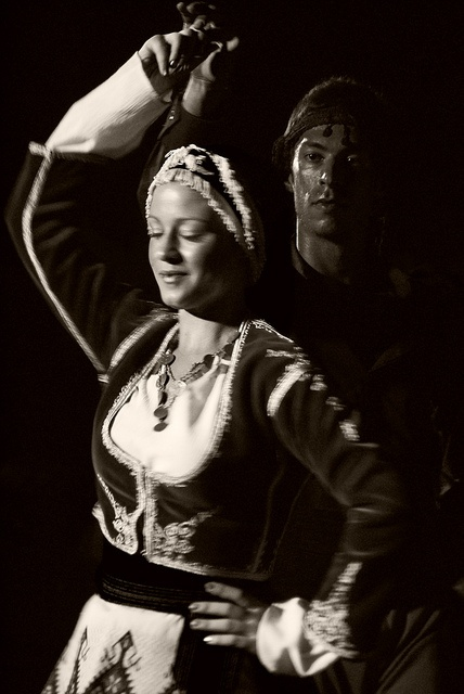 Greek traditional dance (11) by Thalia Nouarou, via Flickr