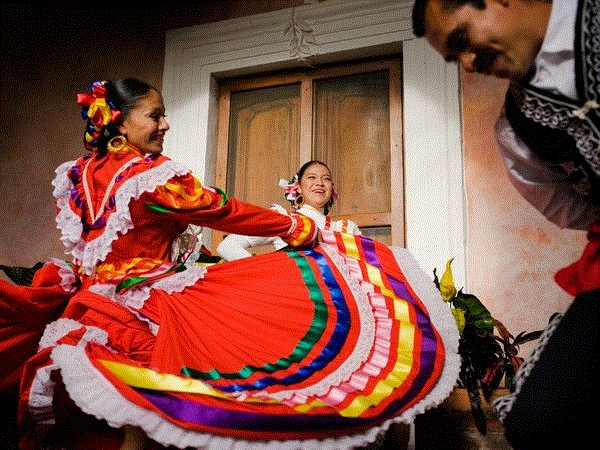 17 best images about folklorico skirt on pinterest woman costumes traditional and skirts. Black Bedroom Furniture Sets. Home Design Ideas
