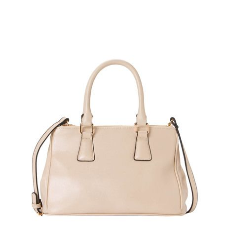 MARA LINE | This shopping bag is available in 4 different colours: fuxia, blue, black and beige.