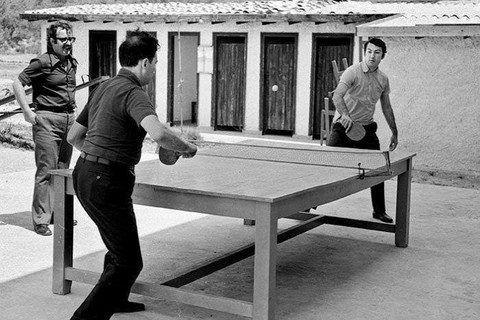 Ve arşivlerden çıkan diğer fotoğraflar... İşte 'bilmediğimiz Türkiye'<br /><br /> 1970'ler<br />Masa tenisi<br /><br />Bülent Ecevit ve Deniz Baykal, masa tenisi oynarken.