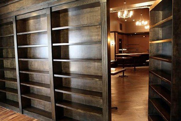 die besten 25 wayne manor ideen auf pinterest redstone guide fledermaus familie und luxus garage. Black Bedroom Furniture Sets. Home Design Ideas