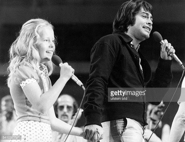 Roy Black mit Anita Hegerland - 1974 (Photo by Röhnert/ullstein/via Getty Images)