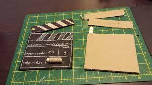 Se pueden crear una serie de manualidades con materiales sencillos relacionados con el mundo del cine y con cada uno de los departamentos que intervienen en ello.