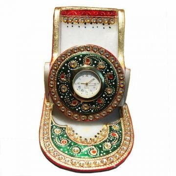 Mobile stands are cute and thoughtful gift items for your friends. This one has special Kundan work and is made of marble. This looks smashing in a combination of red and green and will delight any recipient.