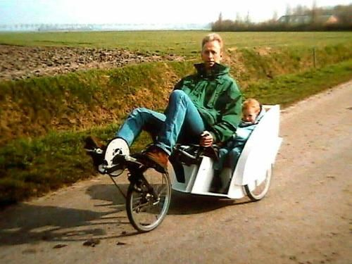 Willem Dijkstra's Flevotrike met 2 kinderzitjes achterop