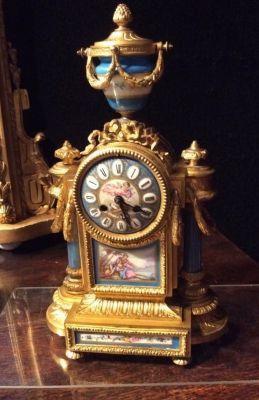 AT1114 Mantel Clock http://pageantiques.com.au/