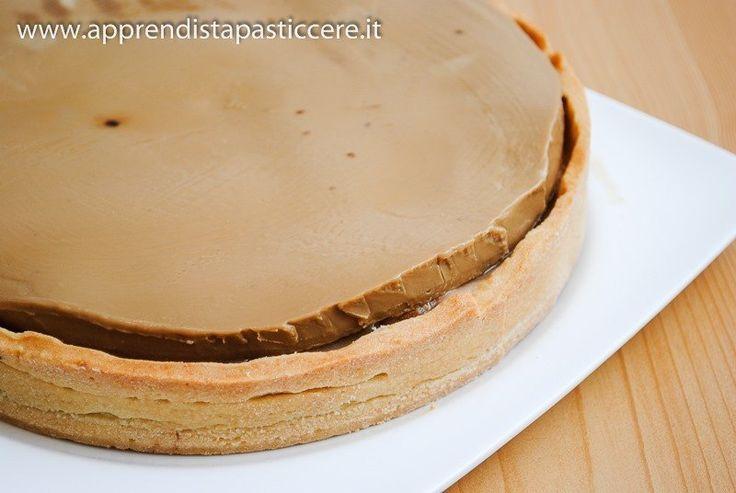 Una raffinata tarte che racchiude un ripieno al caffè e caramello: una sfida di pasticceria, adatta a soddisfare anche i palati più esigenti