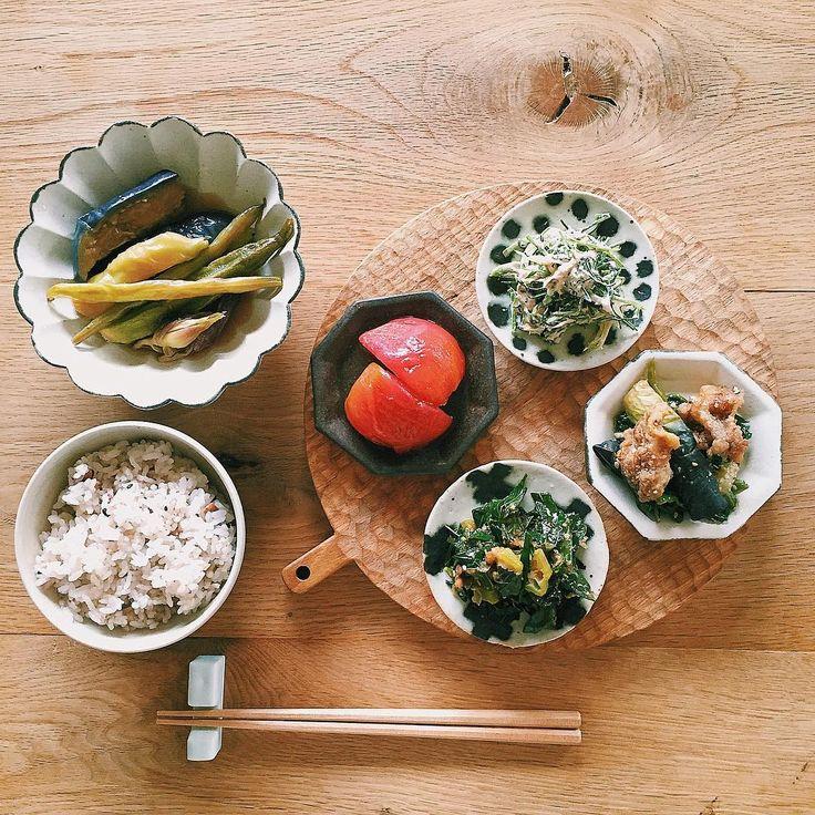 今週の常備菜。夏野菜の揚げ浸し、トマトのおひたし、おかひじきとミョウガの和え物、ツルムラサキと豚とナスの味噌和え、モロヘイヤとオクラの梅和え。