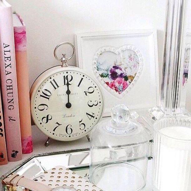 "42 Me gusta, 2 comentarios - Newgate Clocks (@newgateclocks) en Instagram: ""LOVE Laura Ashley?  The Chelsea clock has 50% Off right now! -> http://t.co/QmExft2UGs…"""