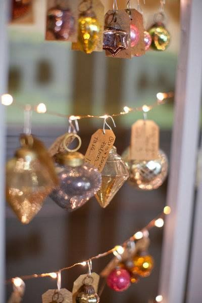 So pretty - Vintage baubles and fairylights for a Christmas tableplan @Rock My Wedding #rockmywinterwedding
