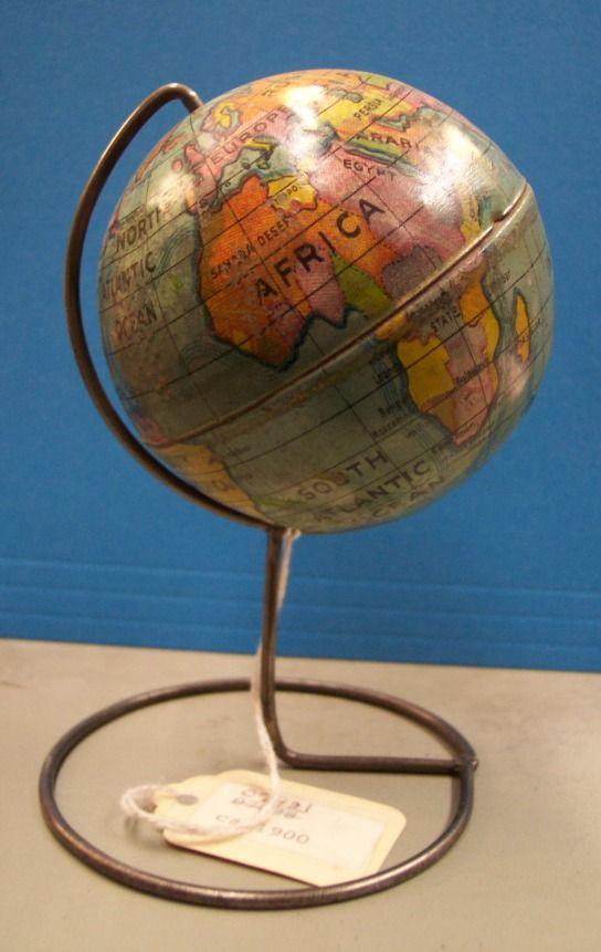 les 150 meilleures images du tableau globe terrestre sur pinterest globe vintage globe. Black Bedroom Furniture Sets. Home Design Ideas