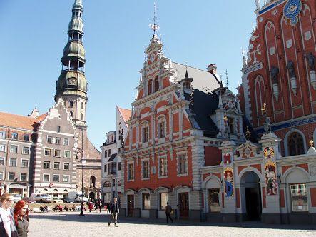 O centro histórico da cidade de Riga, que anteriormente conformava a cidade, foi um importante centro da Liga Hanseática, obtendo a sua prosperidade entre os séculos XIII e XV a partir do comércio com a Europa Central e Oriental. É geralmente reconhecido que Riga tem a melhor coleção de edifícios art nouveau na Europa.