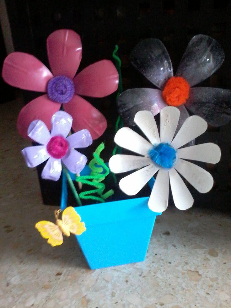 M s de 1000 im genes sobre flores con botellas en for Plantas de plastico para decoracion