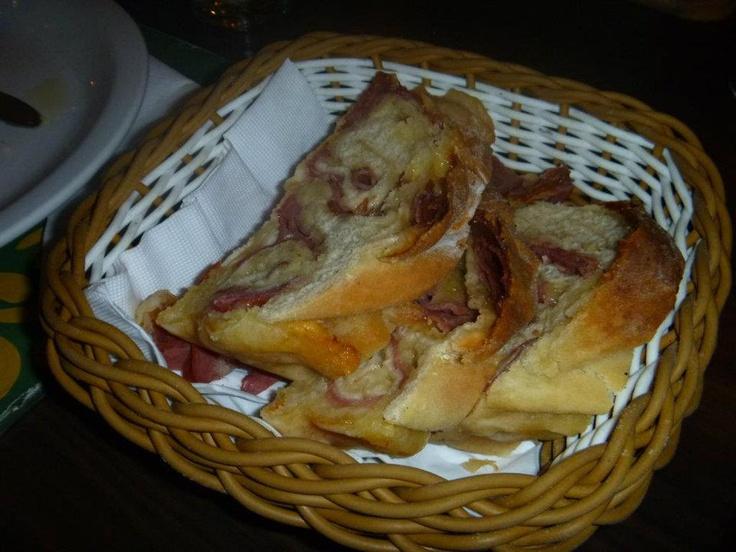 Pão de linguiça (Pizzaria Mercatto)