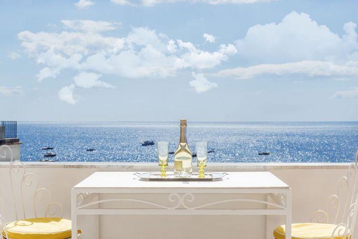 Эта семейная резиденция расположена в 60 метрах от пляжа в Позитано. К услугам гостей номера и апартаменты с кондиционером и спутниковым телевидением.