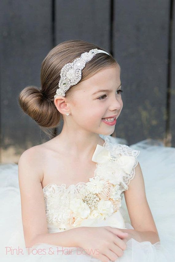 Our high quality rhinestone applique headbands make for the perfect accessory for all of your special occasions. They look gorgeous on young flower