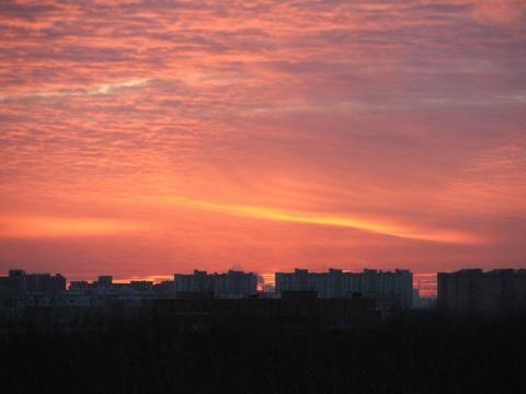 Красно-розовое небо - это рукотворное деяние | Земля - Хроники жизни