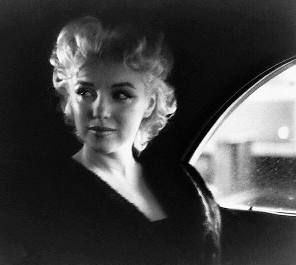 Vintage tips: Life, style and fashion • vintage • 1950s • marilyn monroe • old hollywood • vintage hollywood • vintage new york • classic film • classic movies • classic hollywood • movie stars — wehadfacesthen: Marilyn Monroe, New York, 1955
