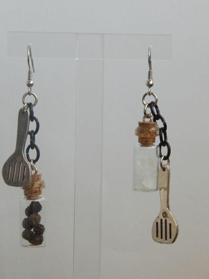 (66) σκουλαρίκια με κουτάλες και μπουκαλάκια με αλάτι και πιπέρι http://laxtaristessyntages.blogspot.gr/p/blog-page_2315.html