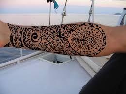 Risultati immagini per tatuaggio maori bicipite interno