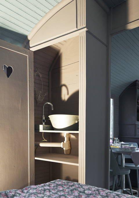 Se lige det her fede opslag på Airbnb: La roulotte, caravan guest room - Hytter til leje i ST JUST ET VACQUIERES
