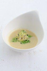 Leckere Parmesansuppe mit guter Fleisch- oder Gemüsebrühe, Weißwein und Noilly Prat - nach einem Rezept von Johanna Maier.