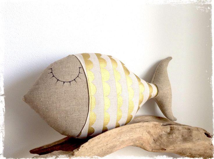 coussin poisson en sieste en lin et tissu beige et or : Linge de lit enfants par lilihouat