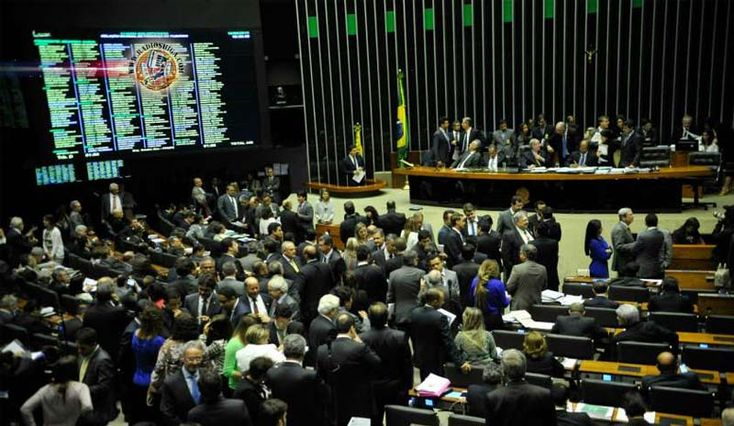 Brasil: Reforma política: relatório prevê voto em lista e fundo público para campanhas. Com foco no financiamento público de campanhas eleitorais, o deputad