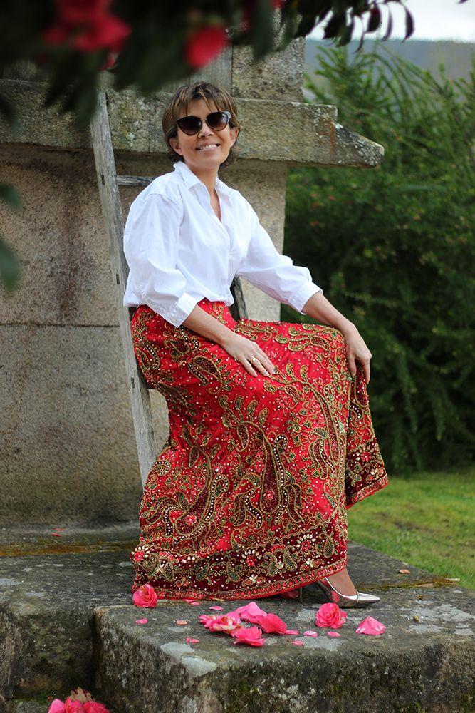¡Hecho con amor para que lo lleves con alegría!  Así es nuestra  falda larga india . Toda una joya  para el armario de cualquier mujer . Talla única - grande.  La cintura se ajusta mediante  cordón. ¡Próximamente en la Web!  #TitaniaCloset #Étnico #Exótico #Vintage #HandMade #Falda #Joya #Exclusiva