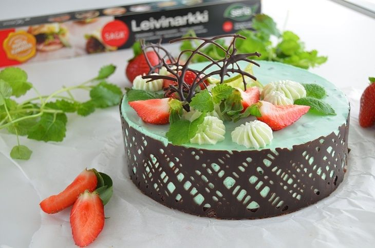 Mint chocolate cheesecake with strawberries