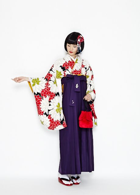 I absolutely ADORE this! Furifu ふりふ Furisode and hakama Dahlia ダリア - For Sotsugyoushiki 卒業式 Graduation ceremony rental - 2014
