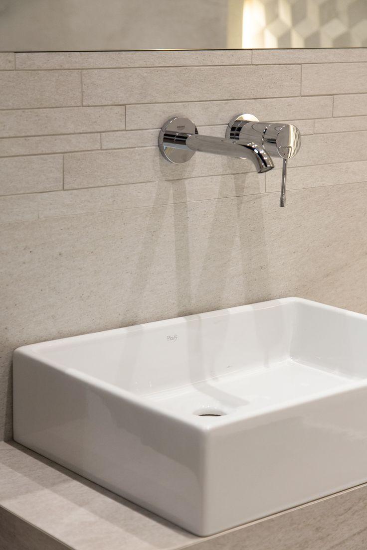#Viverto #inspiracjeViverto #łazienka #bathroom #tiles #płytki #kolory #inspiracja #inspiracje #pomysł #idea #perfect #beautiful #nice #cool #wnętrze #design #wnętrza #wystrójwnętrz #łazienki #pięknie #ściana #wall #light #white #biel #wzory #mozaika #niebanalnie #umywalka #bateria #armatura