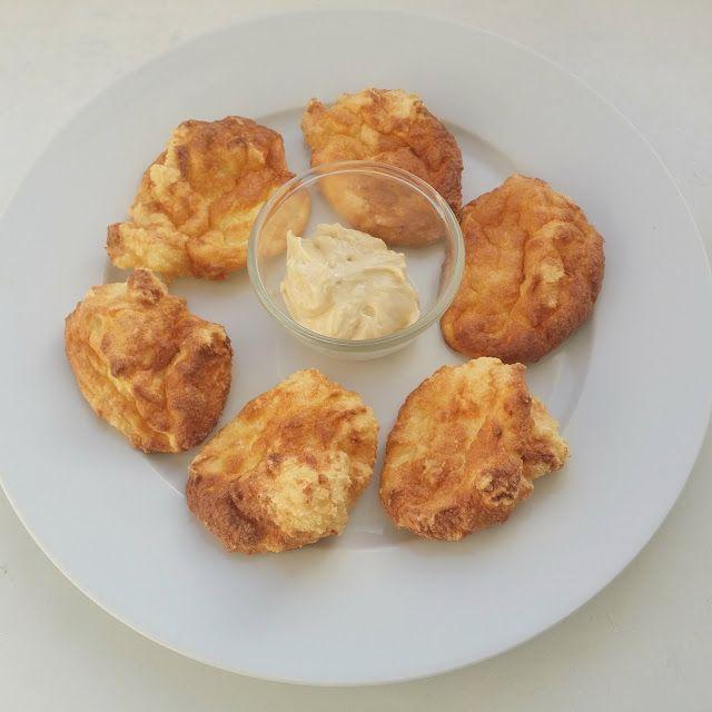 Quarkbrötchen zum Frühstück in The Modern Crash Diet von Julian Zietlow. Rezept darf ich leider nicht verraten. Aber dir meine Erfahrung mitteilen....:-)