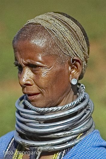 India | The Bonda women are noticeable by their bead necklaces, striking brass and silver neck collars and their shaved heads.  Orissa | ©Frans Devriese