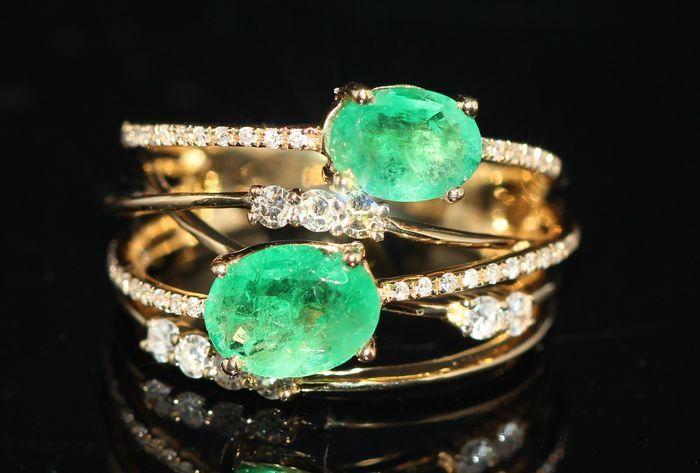 Online veilinghuis Catawiki: 14k gouden ring bezet natuurlijke smaragd en diamanten