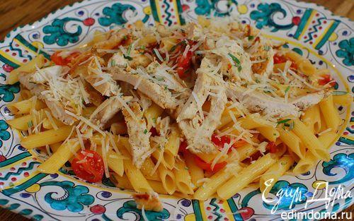 Теплый салат с курицей, макаронами и сладким перцем  | Кулинарные рецепты от «Едим дома!»