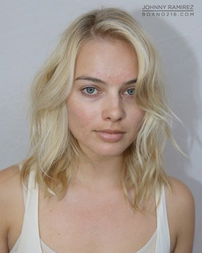 Margot Robbie without makeup, even as gorgeous as she is no one is perfect