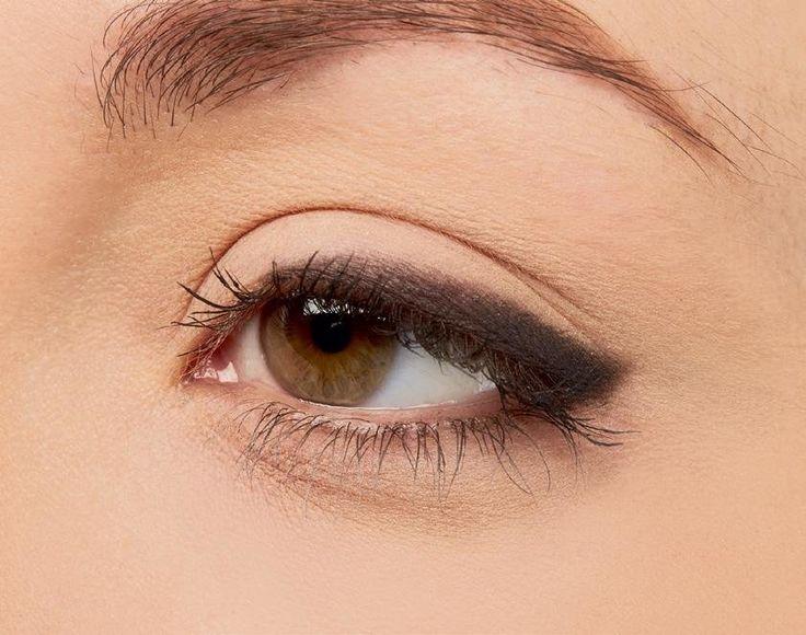les 25 meilleures id es de la cat gorie yeux tombants sur pinterest maquillage yeux gonfl s. Black Bedroom Furniture Sets. Home Design Ideas