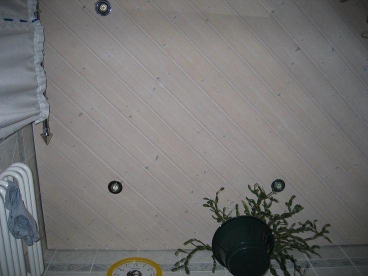 Eingefärbte Decken mit Strahlereinbau, hier z.B. Badezimmer
