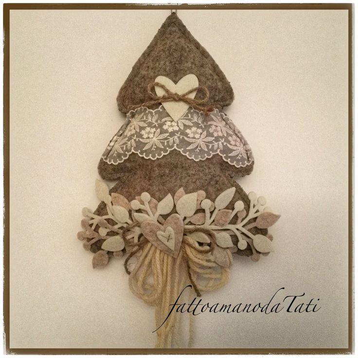 Albero decorato in lana cotta con pizzo e cuori, by fattoamanodaTati, 27,00 € su misshobby.com