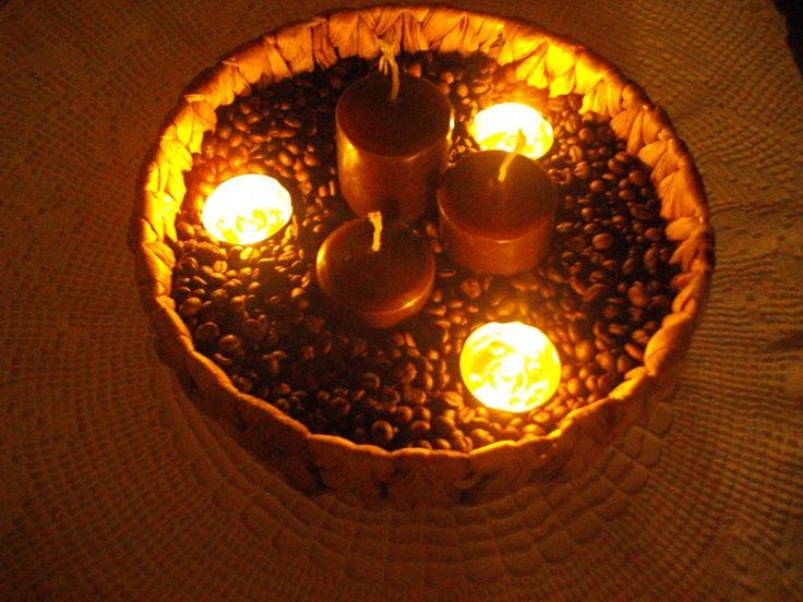 Kávová dekorace (ty čajové svíčky tam běžně nebudou...jen mi bylo líto zapálit ty velké)