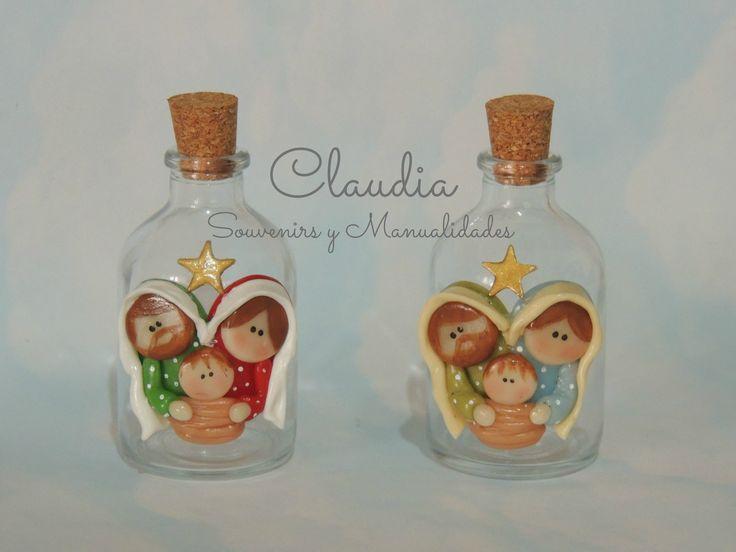 Botellitas para agua bendita con imágen de la Sagrada Familia en porcelana fría .-