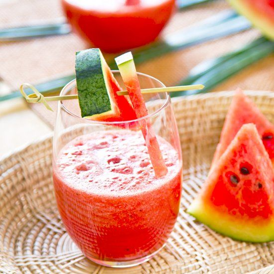 Who's feeling thirsty for a light and refreshing drink for the warmer days ahead? This watermelon agua fresca fits the bill.