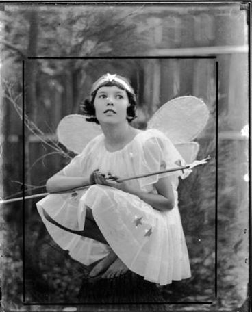 Harold Cazneaux  Waiting for the fairies (Joan Cazneaux) 1925