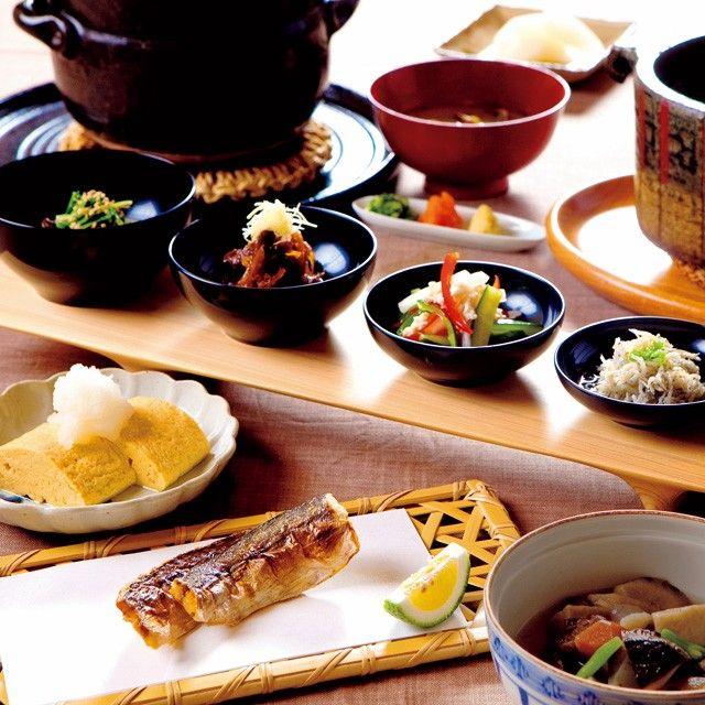 旅館の醍醐味のひとつ、それが朝食だ。炊きたてのごはんと味噌汁、そして焼き魚は、日本人のDNAに突き刺さる。なかでも朝食が絶品の旅館を旅の達人たちが選んだ。